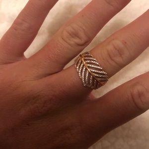 Beautiful pandora ring. Size 7.5